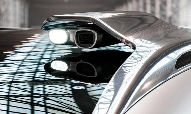 Mercedes-Benz-GLA-SUV-concept-Shanghai-motor-show-roof-camera-detail