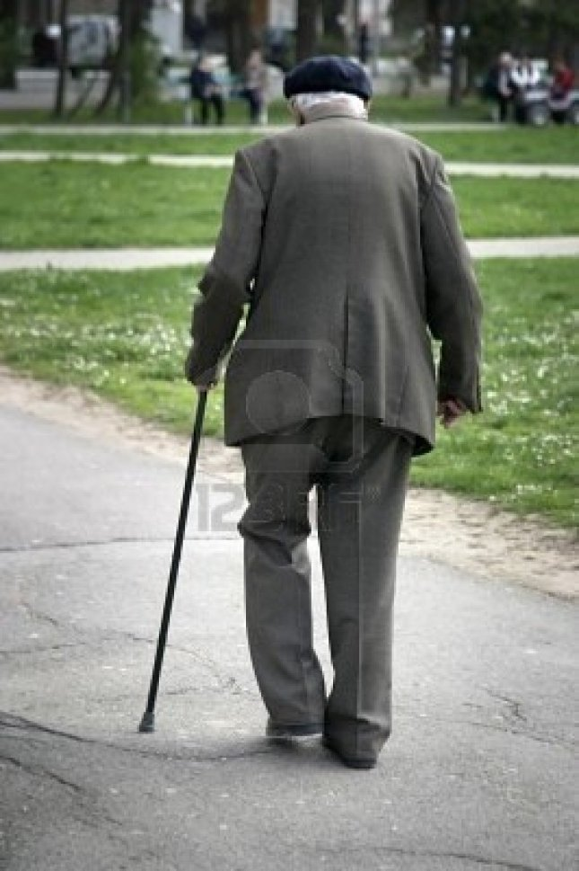 velho-caminhando