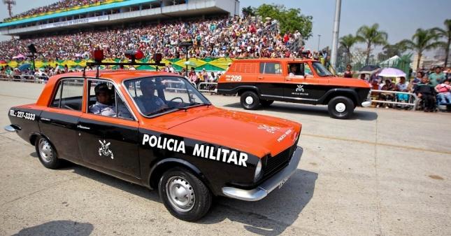 7set2012---carros-de-policia-antigos-tambem-participaram-do-desfile-de-7-de-setembro-em-sao-paulo-no-sambodromo-do-anhembi-1347042300686_956x500