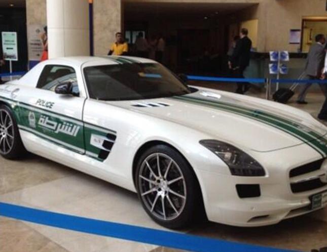 mercedes-benz-sls-amg-police-car--image-dubai-police_100426321_l