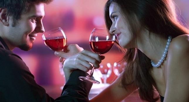 Casal-tomando-vinho