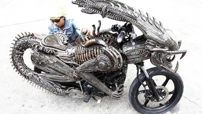 moto-alien-1