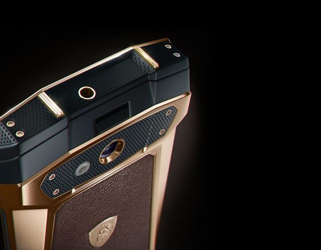 tonino-lamborghini-antares-smartphone-designboom05