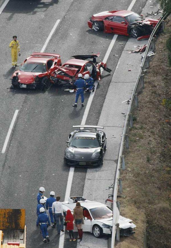acidente-no-japa-o-envolve-comboio-com-ferraris-e-carros-de-luxo31b63baffd9e705ade8a311def870345