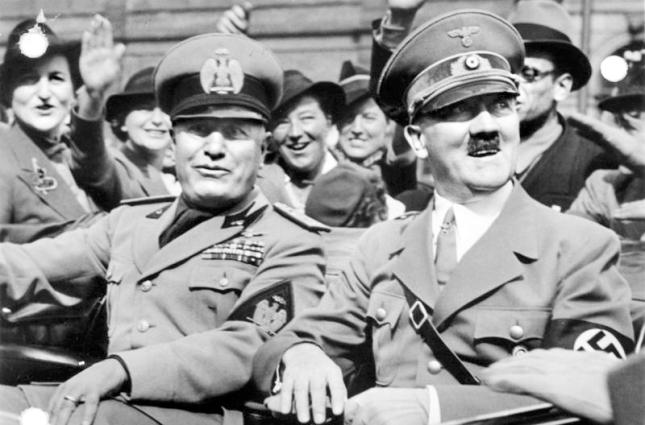 Bundesarchiv_Bild_146-1969-065-24,_Münchener_Abkommen,_Ankunft_Mussolini